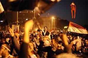 Mısır halkı Mübarek'i devirdi
