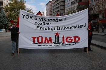 Ankara'da öğrenciler YÖK'e karşı yürüdü