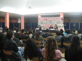 İzmir'de YÖK karşıtı panel gerçekleştirildi