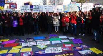 Erkek şiddetine ve devlet şiddetine karşı Ankara Kadın Platformu miting düzenledi